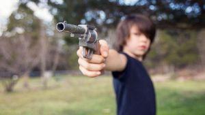 GTY_kids_guns_jef_131024_16x9_992